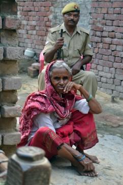 La abuela de Murti y Pushpa