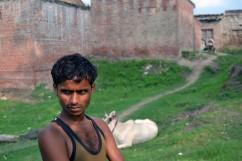 Virender Maurya, hermano de Murti y primo de Pushpa.